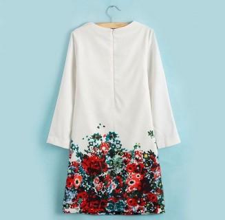 Minimalistinio stiliaus suknelė su gėlėmis
