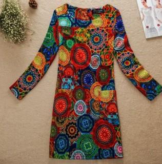 Ryškiaspalvė suknelė ilgomis rankovėmis