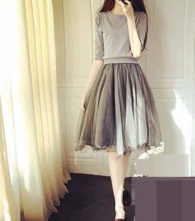 Romantiška suknelė su tiulio sijonu