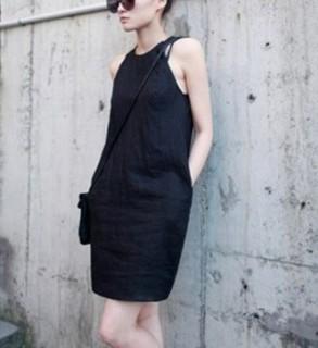 Šilkinė suknelė su odine apykakle
