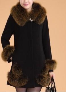 Solidus moteriškas paltas su kailiuku