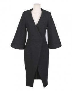 Vilnonis moteriškas paltukas su dirželiu
