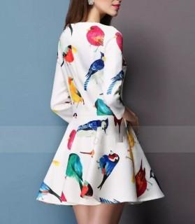 Trumpa suknelė su paukščių atvaizdais